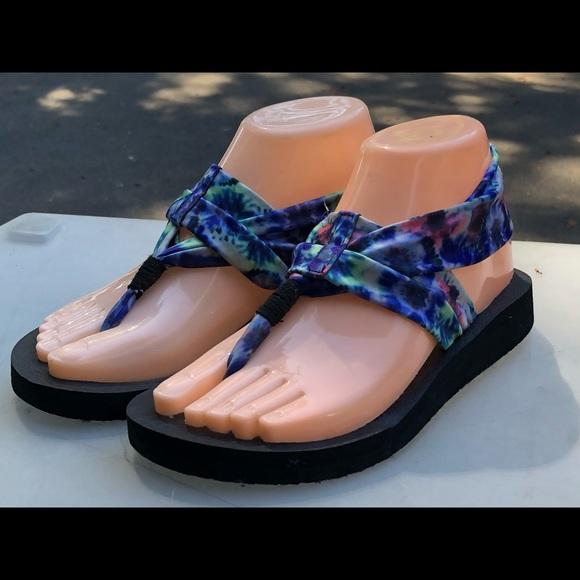 Yoga Foam Multicolor Sandals Size